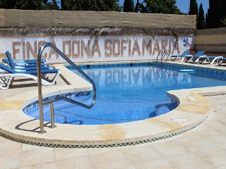 Finca Dona Sofia Maria, apartment with pool.