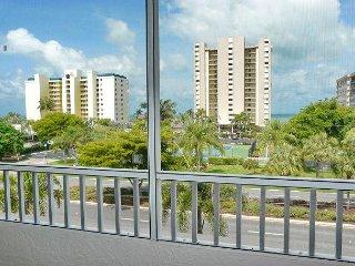 Top-floor condo w/ heated pool & short walk to beach & shopping