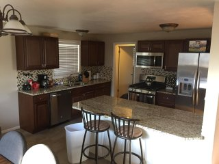 Brand New Kitchen and Room For The Whole Family - Sleeps 16!