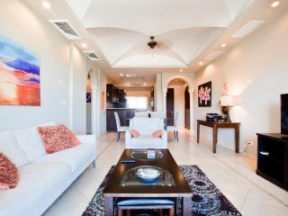 Luxury Ocean View, Condo Diria