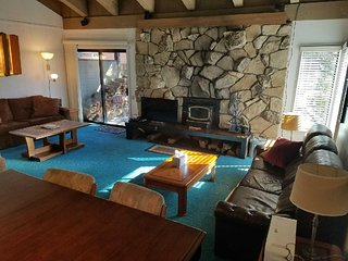 Large Condo. at The Village / Canyon Lodge Gondola / Sleeps 10-12, Mammoth Lakes