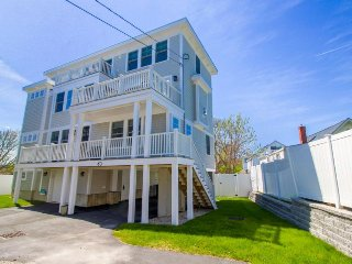 Upscale home with beautiful ocean views - across street from the beach!