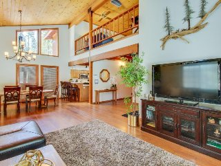 Spacious mountain home w/ shared pool, sauna, dock, & tennis - close to slopes!