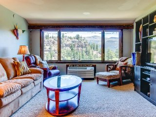 Charming condo w/ mountain, valley, & golf views - between Durango & Purgatory