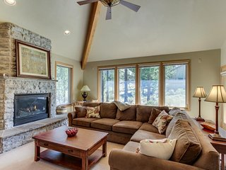 Peaceful single-level getaway w/ private hot tub, gas fireplace, & SHARC passes!