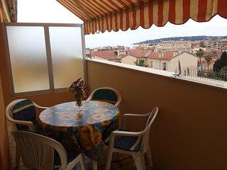 Menton centre ville au calme avec 2 terrasses