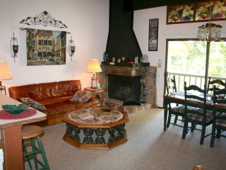 Kingswood Village Condo - Unbelievable Value! Cozy, Comfy, Clean and sleeps 6-8