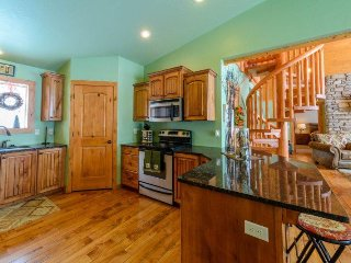 520 Vasel - 4 bdrms / 2.5 baths + loft - Sleeps 12 in beds allows upto 15, Brian Head