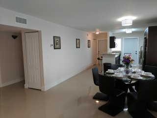 Sun Tropic Vacation Rentals - Brand New, Modern 3bed/2Bath, Fort Lauderdale