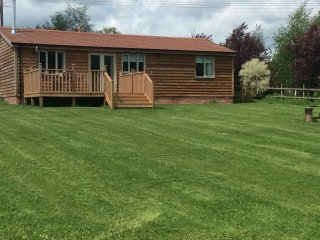 48236 Log Cabin in Ludlow, Caynham