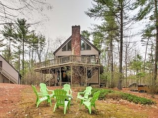 NEW! 4BR Center Ossipee House Near Lake w/ Hot Tub