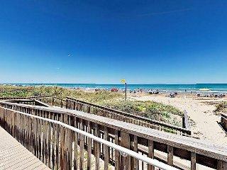 Spacious 2BR Condo w/ Beach Access – Close to Restaurants & Shopping