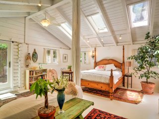 Private & Charming Santa Fe Studio Cabin w/Patio!