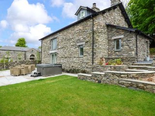 KEEPERS COTTAGE, detached, private hot tub, enclosed garden, woodburner, nr