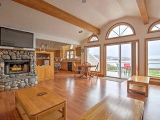 Garibaldi Bayfront Home, Close to Rockaway Beach!