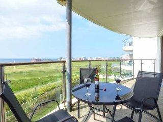 SEA PINK, balcony, sleeps four, seaside view, Newquay, Ref 958119