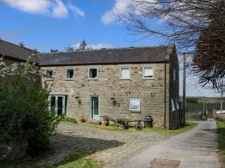 SPRINGWELL FARM HOLIDAY COTTAGE, farmhouse, romantic, pet friendly, near Holymoo