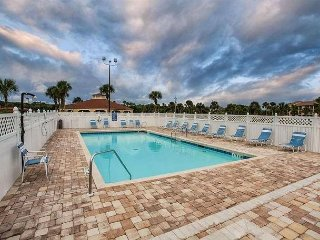 St. Augustine Ocean and Racquet 2204, Steps to the Beach, Hot Tub, Pool
