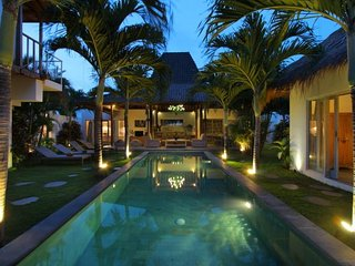#D11 Central Seminyak Oberoi beach 10mn walk villa