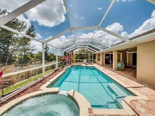Villa On The Lake-Amazing Pool, Spa, Lakeviews~Pet Friendly!, Cape Coral