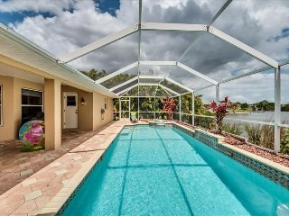 Villa On The Lake-Amazing Pool, Spa, Lakeviews~Pet Friendly!