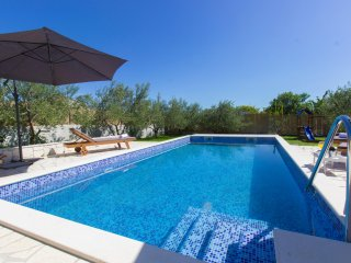 Green garden villa with pool