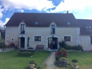 La Vieille Ferme - 5 rustic gites with heated covered pool in rural France