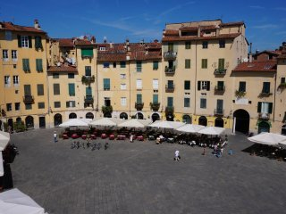 Charming apartment with beautiful view of the Amphitheater!, Lucca