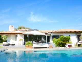 SUPERB MODERN VILLA WITH POOL IN EXCLUSIVE MONTPELLIER SETTING