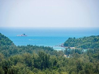 Splendid 3 Bedroom Layan Beach Villa, Nai Thon