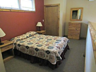 Double JJ Resort - 3 Bedroom Log Home, Rothbury