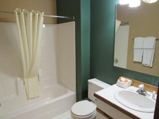 Double JJ Resort _ Fammily Cabins Queen