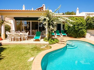 RETIRO Cosy villa, private pool,garden,games room, AC, WiFi, 5min drive to beach