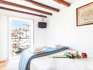 MOURARIA II, centrally-located studio & view