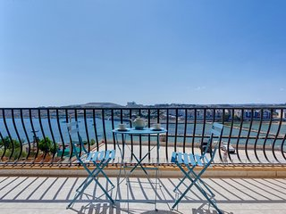 Superb Seafront Apartment, Qawra