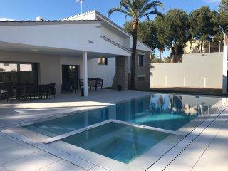 lujosa villa benicassim con jacuzzi y piscina privada