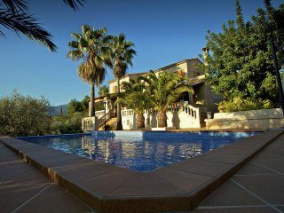 Can Jordi - Comfortable villa 12 km from the center of Pula with private pool, terrace and bbq, Bunyola