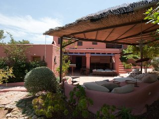 Can Color - A superb villa with guest accommodation and two swimming pools.