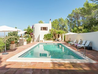 Can Pere - Spacious villa located in the hills right outside San Miquel