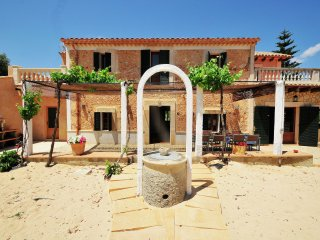 Nadal - Authentic villa located in a rural setting with lovely views, Costitx