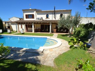 Barcelo - Luxurious villa with private pool, modern interior, centrally located