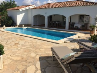 Casa Roca - Villa for 8 people with private pool 600m from the beach in