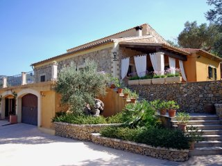 Sa Tanqueta - Spacious villa with private pool and jacuzzi in the middle of