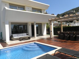 Vistillas 3 - An ideal and safe villa with all the comforts and very near the beach and Ibiza town