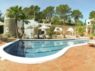 Can Barda - Fabulous, traditional, fully furnished luxury villa in central location on Ibiza