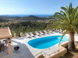 La Caseta - Luxury villa with pool, situated on a hill with stunning views