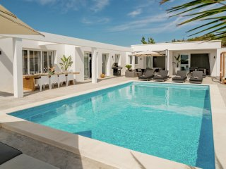 Villa Destino 5 Talamanca 2 - Modern villa for 12 people. with swimming pool and 5 mins drive from the beach.