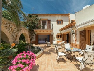 Embat de Mar - Villa located in first line from the beach on the isle of