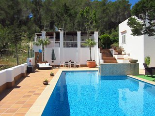 Casa Alta - Are you looking for a villa with outdoor kitchen, swimming pool and