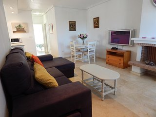 4 minute walk from Villamartin Plaza, Sleeps 4
